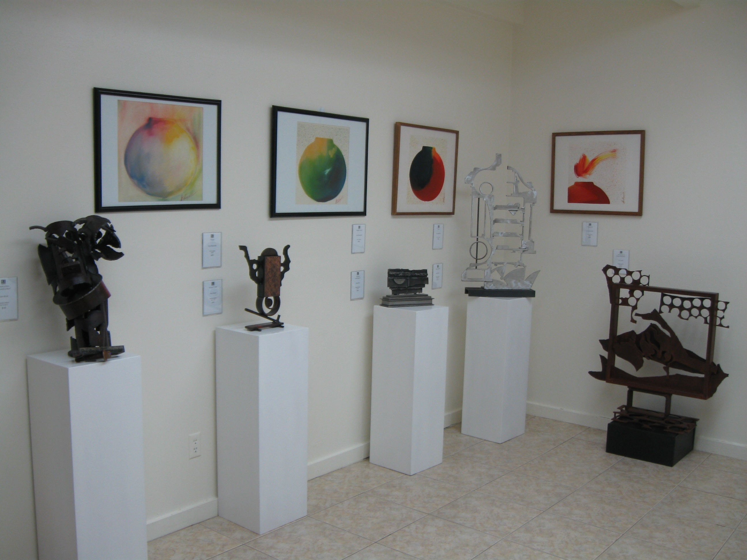 A small art gallery horn request a small art gallery - Pinterest small spaces gallery ...
